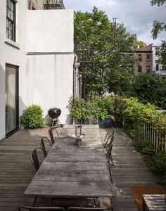 In love with this urban terrace dining area