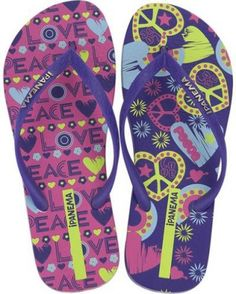 Don't adjust your computer; Unique's prints are mismatched on purpose! Available in both kids' and adult sizes for not just the young, but also the young at heart. This is a strong trend that we see sticking around for a while. The vibrant footbed prin