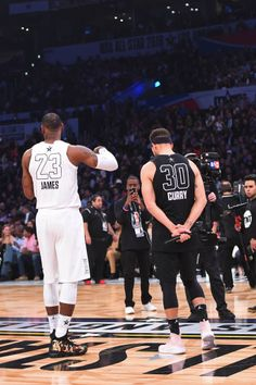 LeBron James of Team LeBron and Stephen Curry of Team Stephen talk to the crowd during the NBA AllStar Game as a part of 2018 NBA AllStar Weekend at. Stephen Curry Basketball, Mvp Basketball, Basketball Legends, College Basketball, Basketball Stuff, Kentucky Basketball, Kentucky Wildcats, Basketball Shoes, Nba Sports