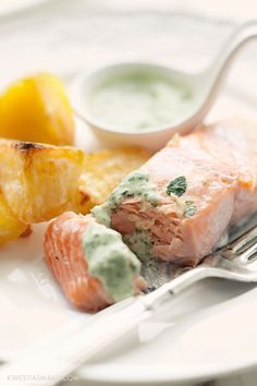 Salmon with Basil Sauce Salmon Dishes, Fish Dishes, Seafood Dinner, Fish And Seafood, Seafood Pasta Recipes, Healthiest Seafood, Cooking Recipes, Healthy Recipes, Cooking Salmon