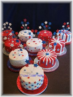 of July table cakes by Diane's Sweet Treats - (Diane Burke) Fourth Of July Cakes, Fourth Of July Decor, 4th Of July Party, Patriotic Desserts, 4th Of July Desserts, Mini Desserts, Holiday Cakes, Holiday Treats, Fondant Cakes