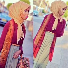Fabulous hues, and I love the way she ties her scarf