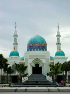 Masjid Al-Bukhary in Malaysia. Beautiful Mosques Gallery around the world. Mosque Architecture, Religious Architecture, Beautiful Architecture, Beautiful Buildings, Art And Architecture, Ancient Architecture, Temples, Kuala Lampur, Sainte Sophie