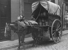 Francisco Fazio. Repartidor de vino, 1945 Time In Spain, Foto Madrid, Barcelona Catalonia, 10 Picture, Great Photographers, Murcia, The Good Old Days, Old Pictures, Valencia