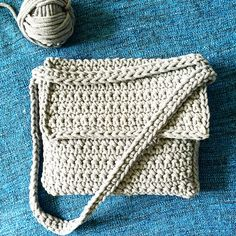 Double handles crocheted handbag with bobbin yarn