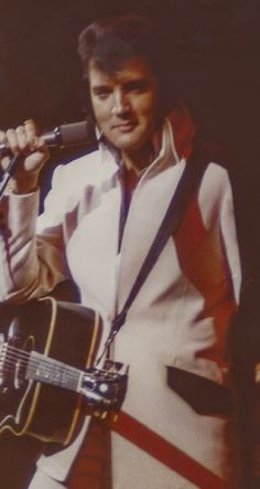Elvis Presley Quotes, Elvis Presley Concerts, King Elvis Presley, Elvis Presley Videos, Elvis Quotes, Elvis In Concert, Memphis Mafia, You're Hot, Graceland