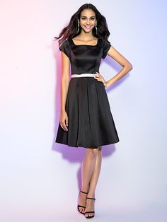Cocktailfest / Ferie Dress - 1950-tallet / Liten svart kjole A-linje Firkantet Knelang Sateng med Belte / bånd - NOK kr552