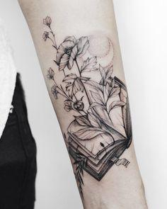 Awe-inspiring Book Tattoos for Literature Lovers - KickAss T.-Awe-inspiring Book Tattoos for Literature Lovers – KickAss Things Book tattoo ideas - Tattoo Buch, Tattoo Femeninos, Tattoo Trend, Piercing Tattoo, Body Art Tattoos, New Tattoos, Piercings, Tatoos, Mini Tattoos