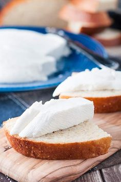 This Azores style fresh cheese recipe is delicious. It's a soft cheese with a touch of salt. Often served as an appetizer or for breakfast in the Azores.