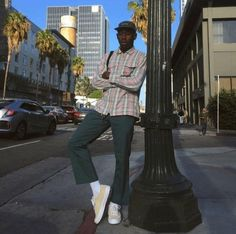 Tyler, The Creator rue poteau vert pantalon vert chemise carreaux sneakers Tyler The Creator Fashion, Tyler The Creator Outfits, Golf Fashion, Mens Fashion, Fashion Outfits, Street Fashion, Fashion Styles, Golf Tyler, Beatles