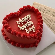 Pretty Birthday Cakes, Pretty Cakes, Beautiful Cakes, Amazing Cakes, Cake Birthday, Heart Shaped Cakes, Heart Cakes, Heart Shaped Birthday Cake, Mini Cakes