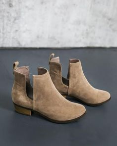 Austin Ankle Bootie - Taupe