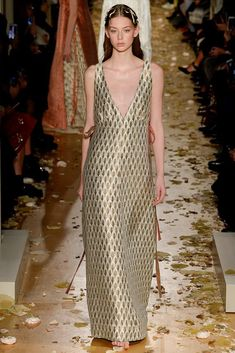Valentino - Alta Costura - Spring/Summer 2016 - www.so-sophisticated.com