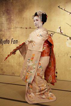 Series Kyoto Fan   ---scene 7--- by Teruhide Tomori (busy in Tokyo), via Flickr