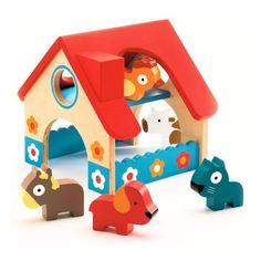 Djeco - Little farm Een idyllisch houten huisje met een knalrood dak en vrolijk versierd met gekleurde bloemetjes. De vrolijke koe, de bruine pony, de loyale hond, de blauwe kat en de kippige kip worden met genoeg fantasie tot leven geroepen in deze boerderij vol plezier.
