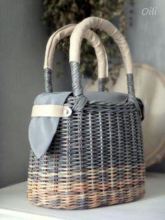 Newspaper Basket, Newspaper Crafts, Wicker Purse, Wicker Baskets, Paper Weaving, Basket Bag, Sisal, Handmade Bags, Basket Weaving