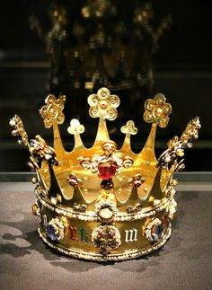 This was made in London before As the mother of Mary of Burgundy, Margaret was the mother-in-law of Holy Roman Emperor Maximilian I.