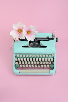 Home decor retro Aesthetic Iphone Wallpaper, Aesthetic Wallpapers, Vintage Typewriter For Sale, Mint Aesthetic, Pastel Home Decor, Pastel Photography, Tout Rose, Unique Home Accessories, Funny Wallpapers