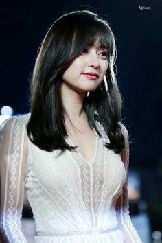 Kim Ji Won // Descendants of the Sun & The Heirs Most Beautiful Faces, Beautiful Asian Girls, Korean Beauty, Asian Beauty, Asian Celebrities, Celebs, Kim Ji Won, Asian Hair, Korean Actresses