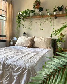 Nice 43 Amazing Makeover Design Ideas For Hipster Apartment. # - Nice 43 Amazing Makeover Design Ideas For Hipster Apartment. Cheap Bedroom Makeover, Bedroom Makeovers, Cute Room Decor, Bohemian Room Decor, Cheap Room Decor, Cheap House Decor, Bohemian Bedroom Design, Study Room Decor, Indie Room