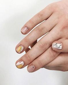 Adding some glitter nail art designs to your repertoire can glam up your style within a few hours. Check our fav Glitter Nail Art Designs and get inspired! Stylish Nails, Trendy Nails, Cute Nails, Minimalist Nails, Nail Art Abstrait, Hair And Nails, My Nails, Nail Art Designs, Nail Ideas