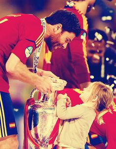 Alonso is amazing, you know? He nearly broke the record for the number of touches in a game today. What tackles, what awesomeness! Fc Liverpool, Liverpool Football Club, Real Madrid, Xavi Alonso, Italy World Cup, Claudio Marchisio, This Is Anfield, Euro 2012, You'll Never Walk Alone