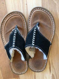 60073582cedc Ugg Australia 5208 Kids Black Flip Flop Slip On Sandals thong Sz US 1  Sheepskin