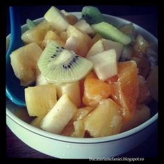Salata de fructe Fruit Salad, Deserts, Breakfast, Ms, Food, Pineapple, Alcohol, Salads, Morning Coffee