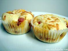 Cupcake Salgado de Calabresa Aqui vai uma receita de cupcake salgado. O preparo, a textura e mesmo o sabor se assemelham muito aos de uma torta, mas com o c