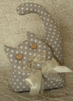 Gatto fermaporta Shabby tessuto a Pois. By Natycrea See more on my fb page https://www.facebook.com/pages/Natycrea-by-Natascia-Ciarmatori/426178864174484?ref=hl