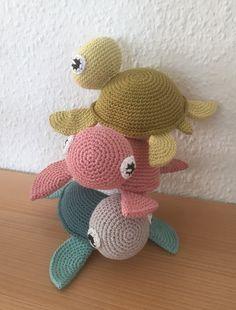 Turtles/skildpadder til Ella og Nora, opskrift http://vibemai.bloggersdelight.dk/skildpadde/, #klarbækbomuld #gaverernogetmanlaver #hækling #crochet #KroezeDezign June 2017