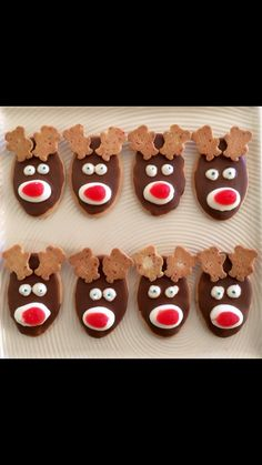 Love the tiny teddies for ears! (heaps better than using pretzles) Christmas reindeer biscuits