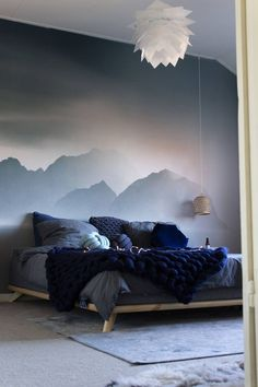 Muursticker Mountains of Pixers in onze Scandinavische blauwe slaapkamer - Juudith . Blue Bedroom, Bedroom Decor, Terrace Decor, Bedroom Wall Designs, Scandinavian Bedroom, Home Decor Inspiration, My Room, Interior Design, Decoration