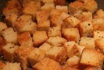 DÜNYA MUTFAKLARINDAN YEMEKLER: Sarmısaklı Crouton (Kruton) - Salatalar İçin