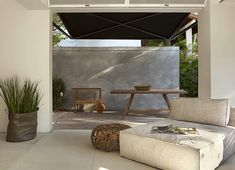 For covered patio- dark ceiling, white wall. Outdoor Rooms, Outdoor Gardens, Outdoor Living, Indoor Outdoor, Exterior Design, Interior And Exterior, Outside Living, Deco Design, Porches