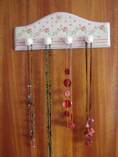 Naranja y Fucsia: Perchero para collares Craft Projects, Projects To Try, Decoupage Box, Wood Creations, Tole Painting, Jewelry Holder, Paper Napkins, Girl Room, Wood Crafts