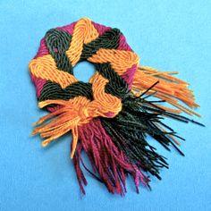 Ply-split braided pin 4th Of July Wreath, Macrame, Beading, Braids, Diy, Jewerly, Bang Braids, Beads, Cornrows