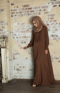 Stylish Muslima in Abaya Islamic Fashion, Muslim Fashion, Modest Fashion, Beautiful Muslim Women, Beautiful Hijab, Hijab Collection, Abaya Designs, Muslim Dress, Islamic Clothing
