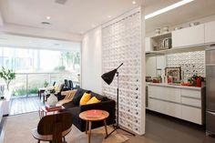 Decoração com tijolo cobogó - Luiza Gomes Divider, Bar, Table, Furniture, Home Decor, Maria Alice, Drywall, Dining Rooms, Design