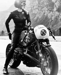 Cafe Racer Pasión — BMW R nineT Cafe Racer project - Kingston Custom Bmw Cafe Racer, Moto Cafe, Cafe Racer Girl, Cafe Bike, Cafe Racer Helmet, Lady Biker, Biker Girl, Ducati, Motos Retro