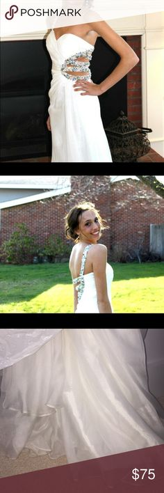 💕Flash Sale💕Terani white beaded prom dress I'm so in love with this dress and whisked it still fit. It was my favorite prom dress from high school! Some staining (pictured) should come out with dry cleaning! Terani Couture Dresses Prom
