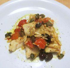 Il pesce persico ha carni sode e delicate e si presta bene ad essere cucinato in padella. Qui è proposto a bocconcini, accompagnato da pomodori, capperi, pinoli e olive e scalogno. Un secondo piatto leggero e profumato, da servire per esempio dopo un piatto di Spaghetti agli scampi, lime e granella di mandorle. Procedimento : […]