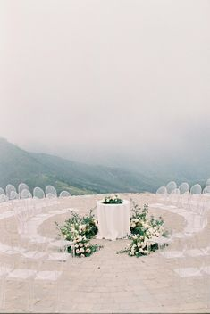 Here's Proof That Imperfect Weather Can Be a Major Blessing for Your Wedding Pictures! Foggy Cliffside Wedding Ceremony with ghost chairs and lush floral design at Malibu Rocky Oaks venue in California Vintage Wedding Theme, Wedding Set Up, Wedding Ceremony, Boho Wedding, Wedding Details, Summer Wedding, Dream Wedding, Reception, Ghost Chair Wedding