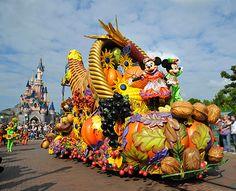 Mickey's Halloween Celebration Debuts at Disneyland Paris tami@goseemickey.com