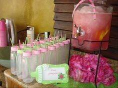 This website has tons of cute baby shower ideas! Now this was a baby shower FULL of ideas incorporated and made into one chic baby shower! Idee Baby Shower, Baby Shower Drinks, Fiesta Baby Shower, Girl Shower, Shower Party, Baby Shower Games, Baby Shower Parties, Shower Gifts, Cute Baby Shower Ideas