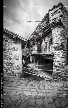 http://www.photaki.com/picture-underpinned-house-barcena-greater-cantabria_1231547.htm
