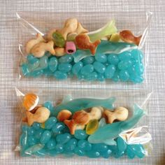 linda foto de lembrancinha feitas com jujubas azuis