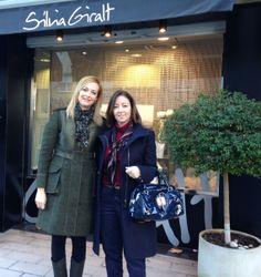 Con mi gran amiga Silvia Giralt, a las puertas de su centro de estética en Igualada (Barcelona)