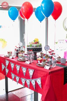 cars party table decor disney cars theme in 2018 pinterest party birthday and cars. Black Bedroom Furniture Sets. Home Design Ideas