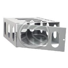 Jaula metálica de seguridad para proyector. Solo incluye la jaula que podría ser utilizada conjuntamente con un soporte de proyector de techo o pared compatible. Dispone de rejilla en la parte superior, por la que se puede pasar la tornillería de fijación al soporte. Ideal para evitar el acceso directo a un proyector y para añadir un nivel más de seguridad ante posibles manipulaciones y robos. Jaula de la marca Brateck.
